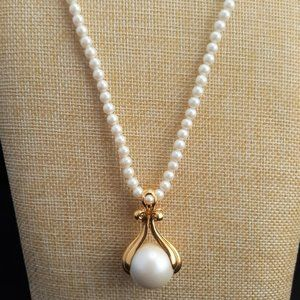 Vintage WN Avon Faux Pearl Gold Tone Necklace